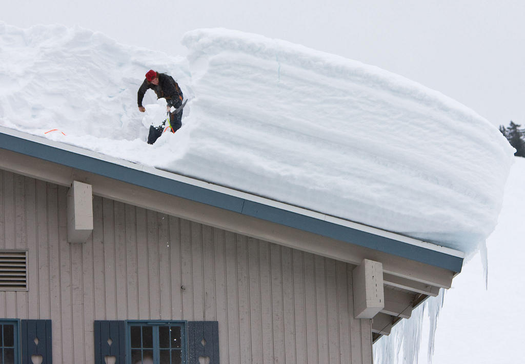 Roof-Snow-Removal-Minneapolis-23.jpg