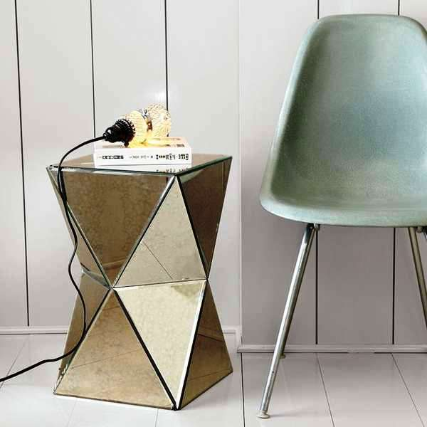 contemporary-side-table.jpeg.pagespeed.ce.ebSVKD-4RR.jpg